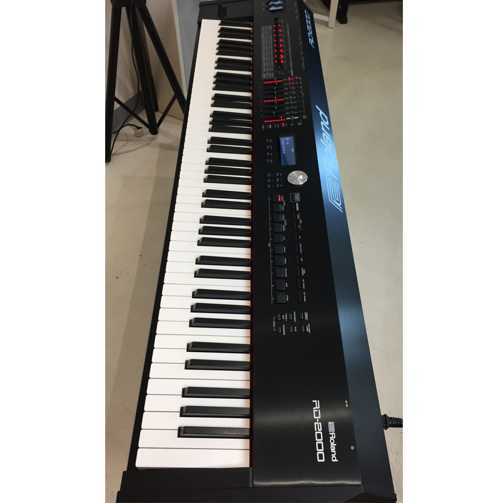 mint condition roland rd 2000 portable stage piano original box 88 weighted key no scratch. Black Bedroom Furniture Sets. Home Design Ideas